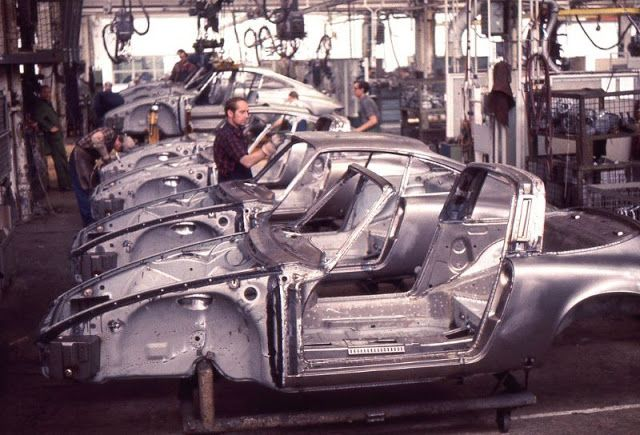 Amazing Color Pics Document the Production Line of Porsches in Zuffenhausen in 1970