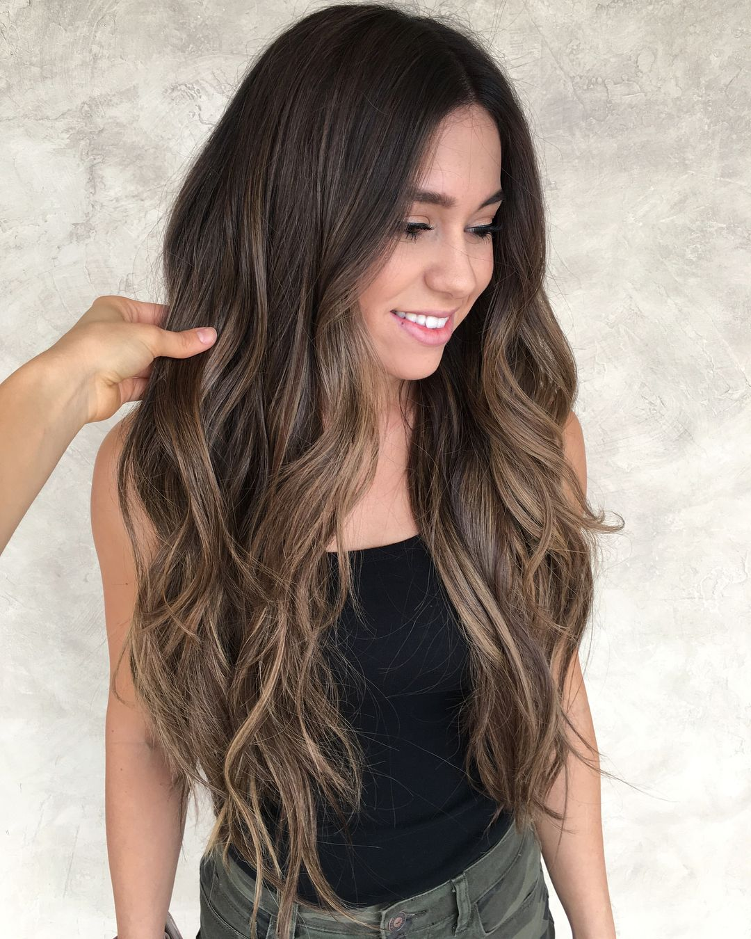 """Chrissy Rasmussen on Instagram: """"Chocolate caramel 🍫 w/ @habit.hand.tied.extensions ❤️ Swipe for before ➡️ by @hairby_chrissy @hairbylaurenn @kimmy.ann.hair"""""""