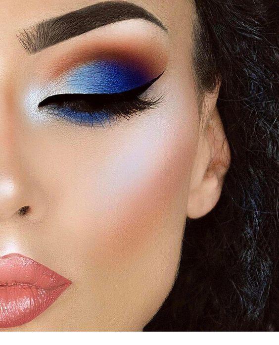 Sweet blue eye makeup and black eye line