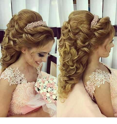 Amazing blonde hair for wedding with a nice hair accessory