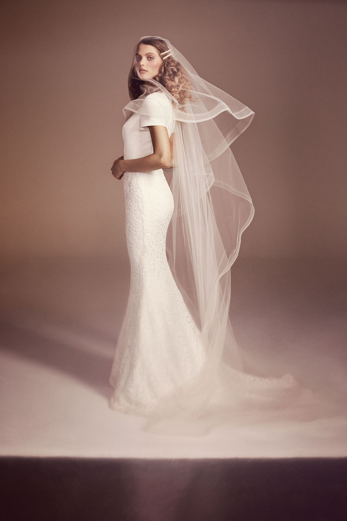 """White wedding dress and two tier veil<p><a href=""""http://www.homeinteriordesign.org/2018/02/short-guide-to-interior-decoration.html"""">Short guide to interior decoration</a></p>"""