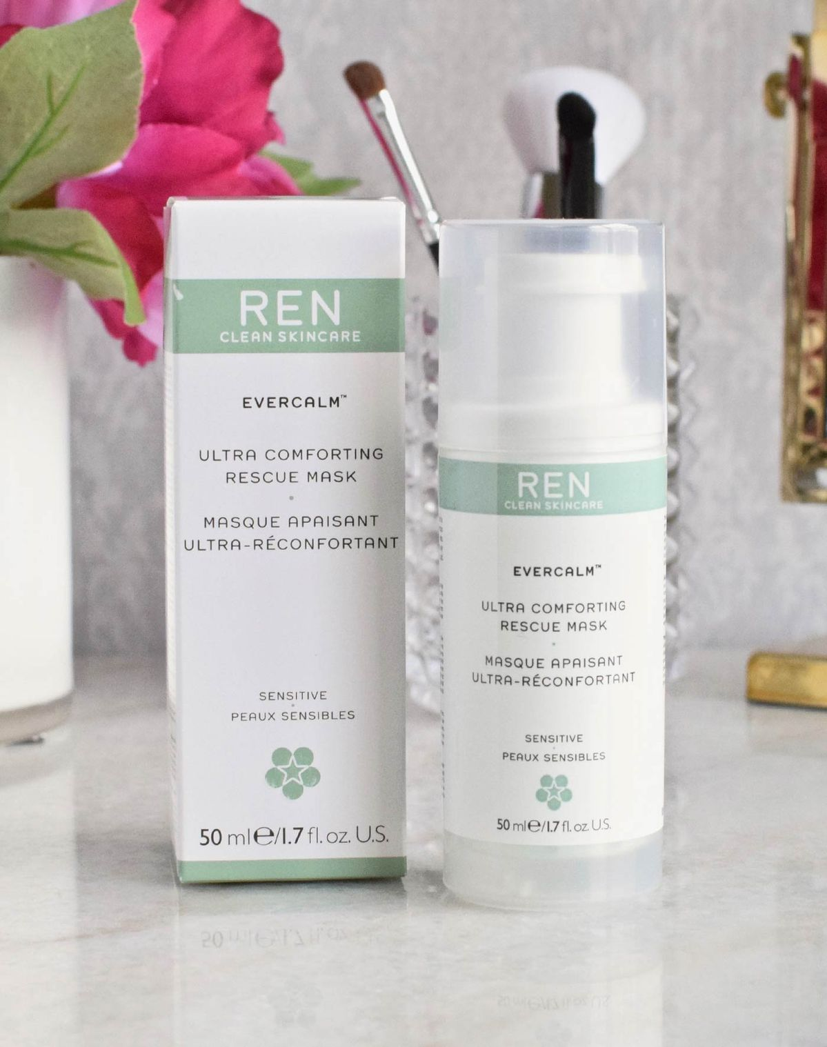 The Ren Evercalm Ultra Comforting Rescue Mask makes a huge difference when my skin is red and irritated. A must have if you have rosacea!