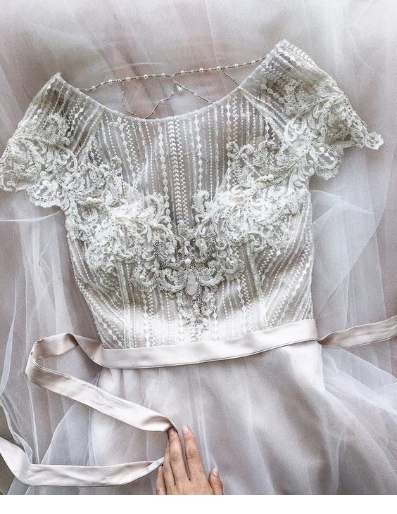 Very nice wedding dress top details