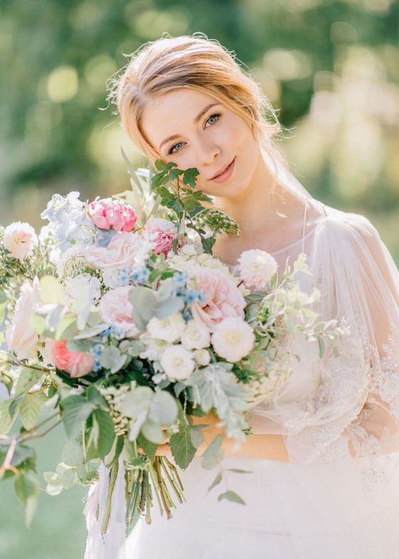 This breathtaking wedding in Vienna is simply oozing with luxury. From the romantic bridal dress paired with a lush bouquet of garden roses and dahlias, to the emotional first look that is guaranteed to make you whip out the tissues, this intimate wedding in Vienna had us do a double take and we are officially in love. The designer, High Emotion Weddings left no creative stone unturned and we cannot get enough of the European love affair! View full post >>