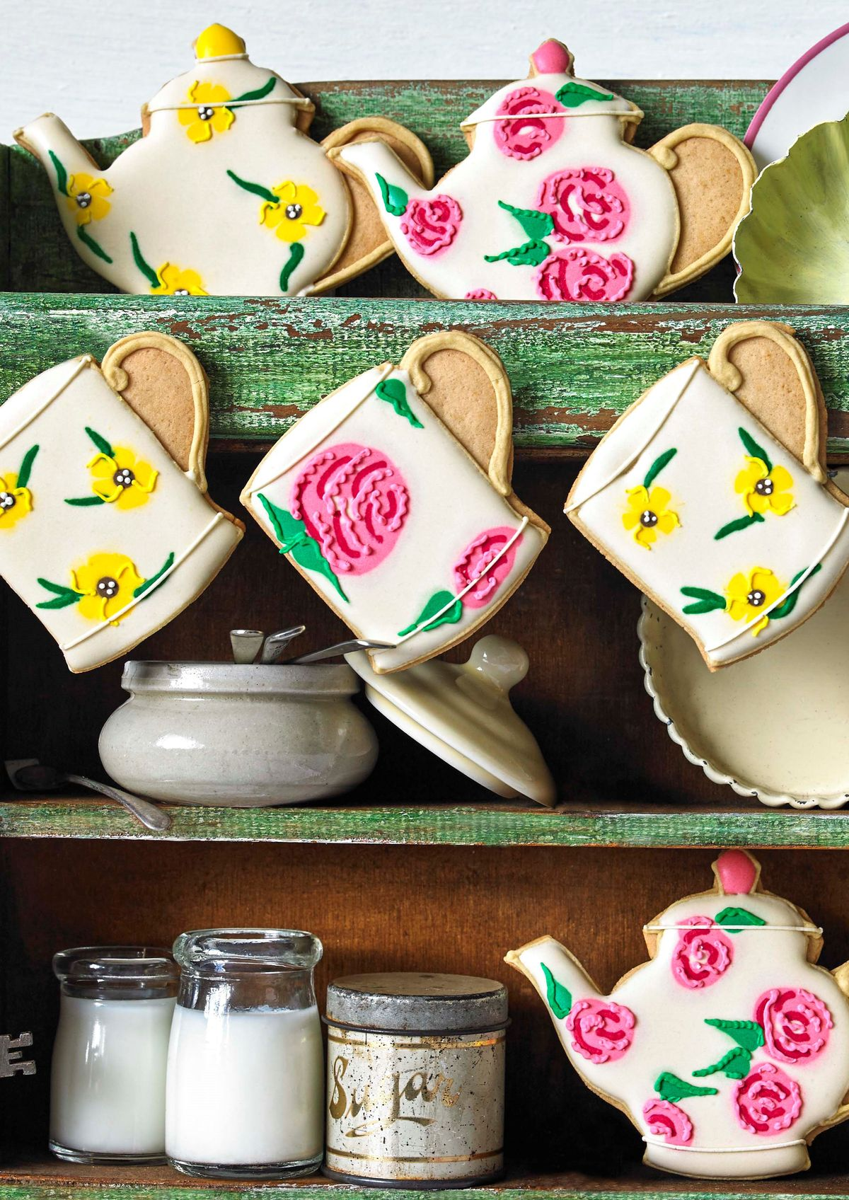 Biscuiteers and Emma Bridgewater Time for Tea Biscuit tin