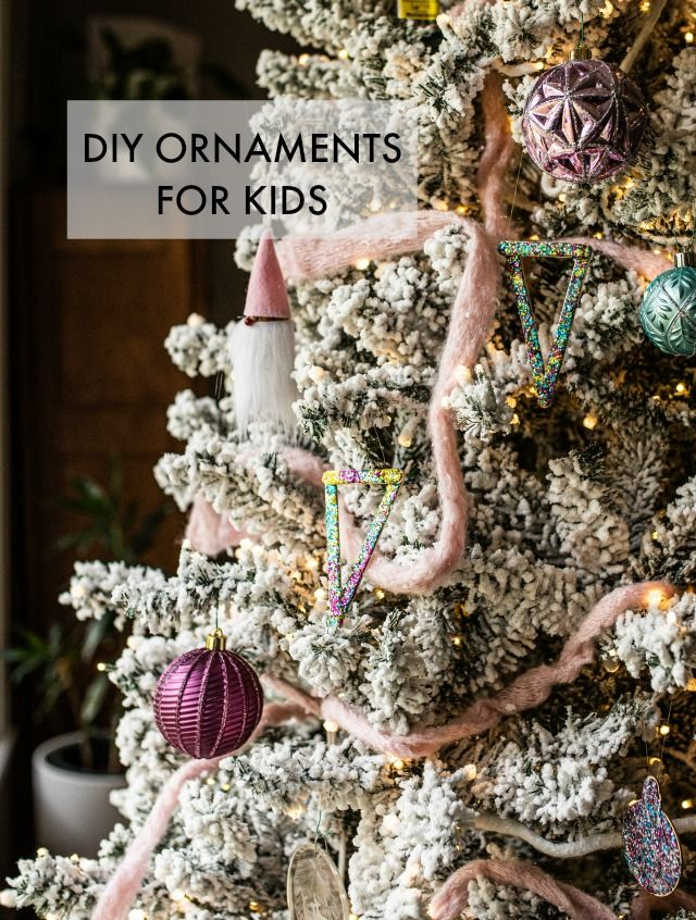 DIY Glitter ornaments made with Crayola Glitter Dots and popsicle sticks! #GlitterDots #ChristmasOrnaments