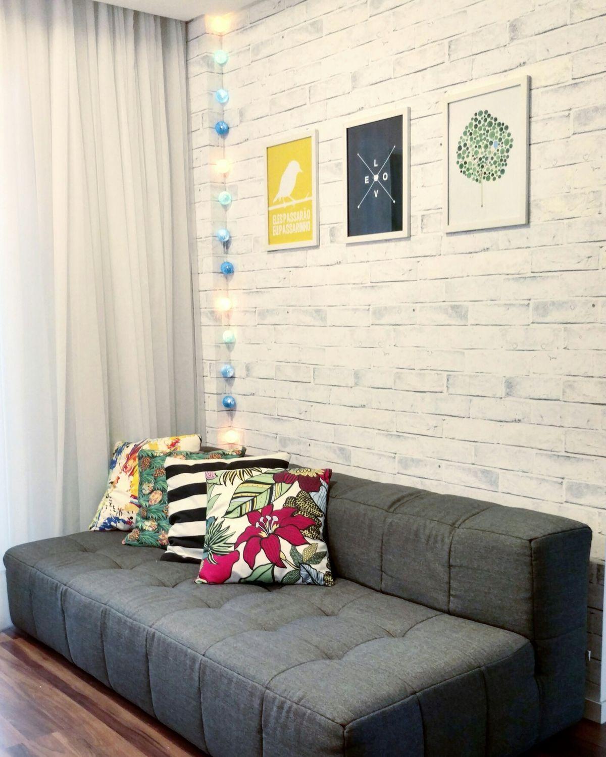 Sofá: Sofo da Tok&Stok Parede: Tecido Brick Branco da ...