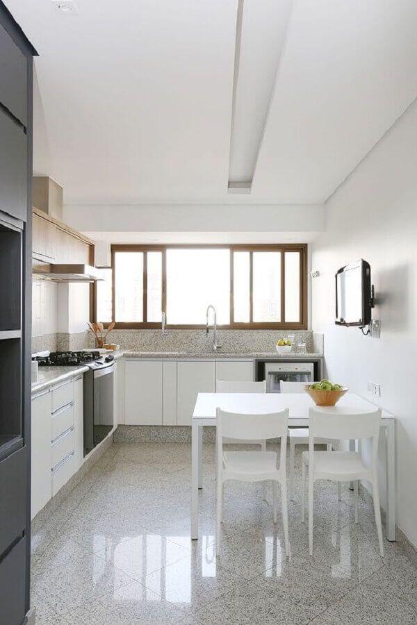 mesa com cadeira branca para decoração de cozinha planejada #cadeirabranca #cadeirabrancajantar #cadeirabrancaquarto