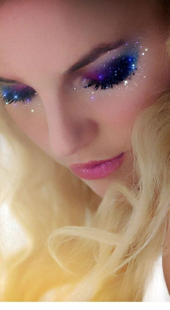 Nice galaxy makeup for blondes