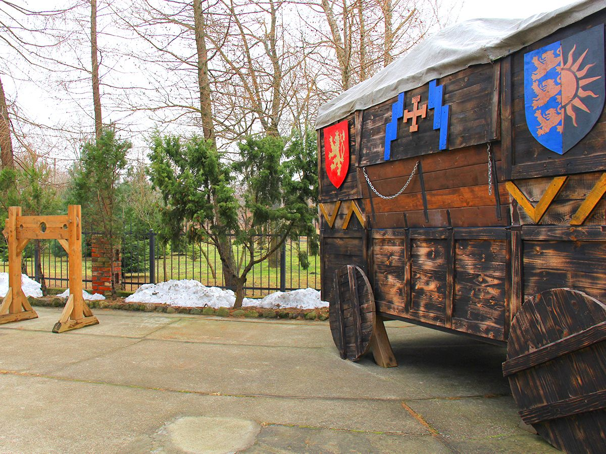 Экспозиции во дворике музейно-выставочного комплекса
