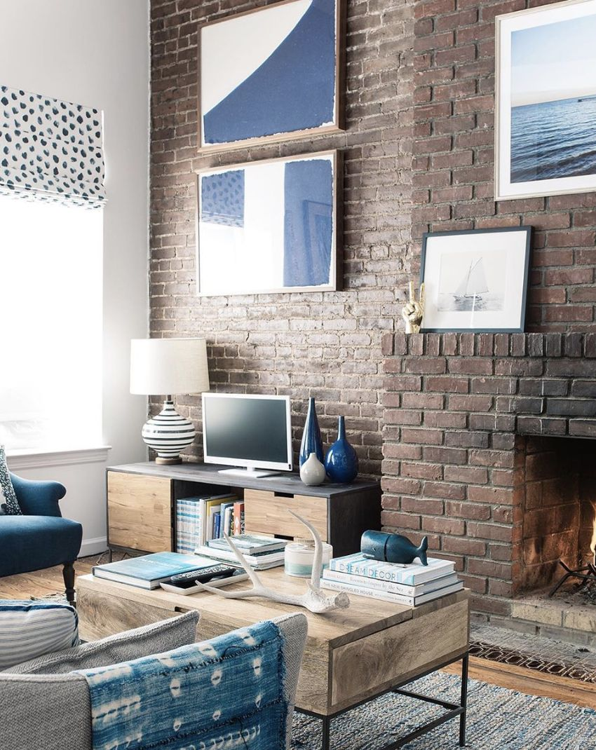 Brownstone blues! 💙 I always look back fondly on my first NYC apartment (well, aside the bathroom not updated since the 60s, locked-on steam heat even in the summer, roaches in the kitchen, I could go on...!) 😬 — BUT it did have a ton of character, high ceilings and an open fire place so all was far from lost! ✨ —  I tempered the exposed brick with cool greys and soothing blues — and five years later I still look back and love it. 🥰 — I can't say that for all my design decisions