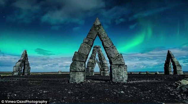 Moborox Hunter's Pinterest #henge Image created at 444941638171539799 - Breath-taking video shows the beauty of Iceland by moonlight