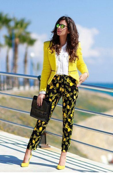 Awesome yellow look for summer days at office