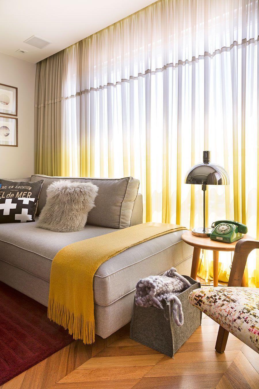 salon design avec touches de jaune