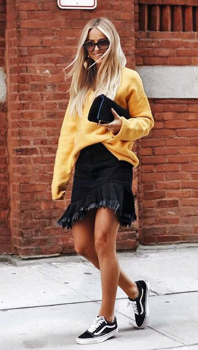 awesome fall outfit / sweater + denim ruffle skirt + clutch + sneakers