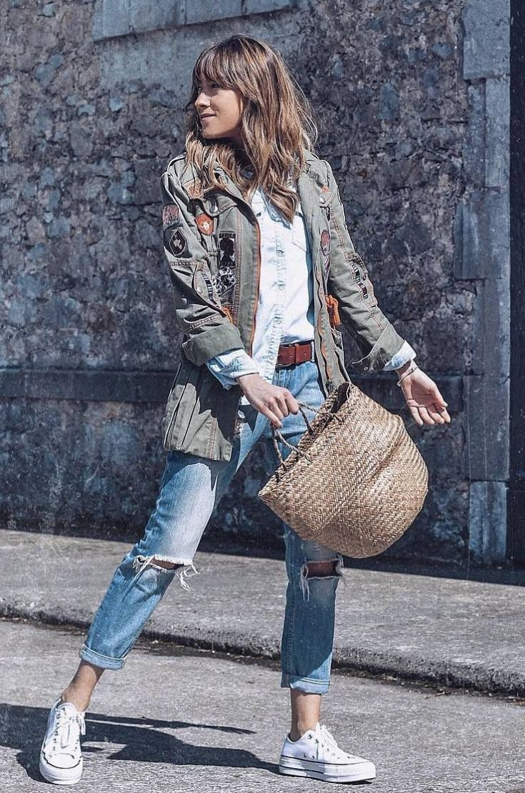 casual look | jacket + straw bag + shirt + ripped jeans + white converse
