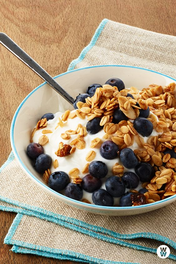 Yogourt with Blueberries and Granola