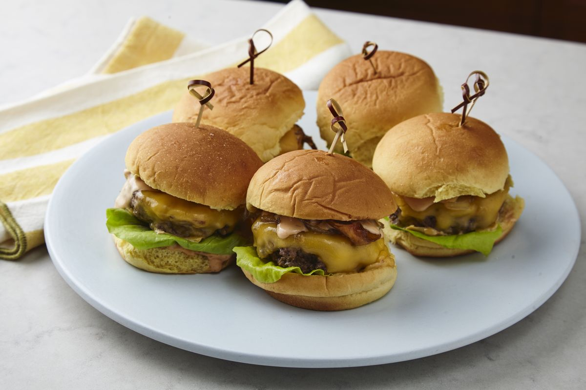 Class of the Day: Chris Santos' Sexy Sliders with Fancy Sauce and Cola Onions