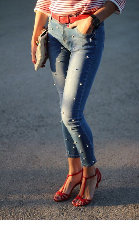 Nice red details and pearl jeans
