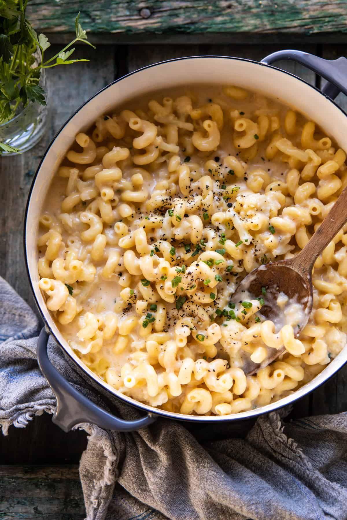 One Pot Creamy Cauliflower Mac and Cheese | halfbakedharvest.com