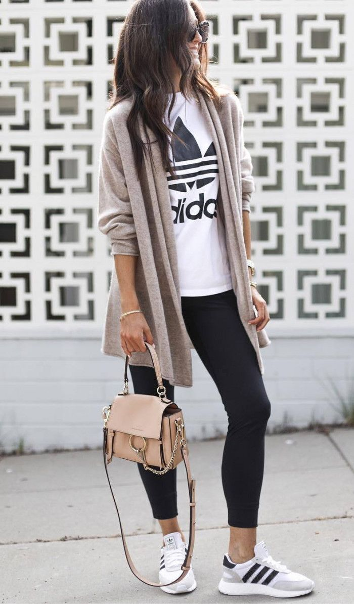 best comfy outit idea to copy this fall / nude cardi printed tee bag leggings sneakers