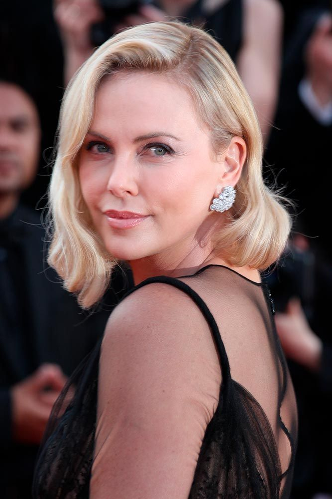 Retro Waves For Blonde Lob #retrowavyhairstyles #charlizetheron ★ Shoulder length haircuts allow for many styling and coloring options. And if you would like to revive your shoulder length tresses without sacrificing the length, see our photo gallery with cool and popular looks for your medium hair. Believe us, you will not regret stopping by. #glaminati #lifestyle #shoulderlengthhaircuts