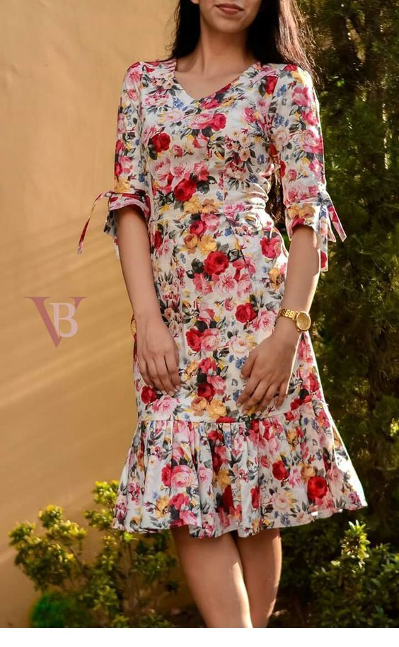 Amazing floral dress for summer and a gold detail
