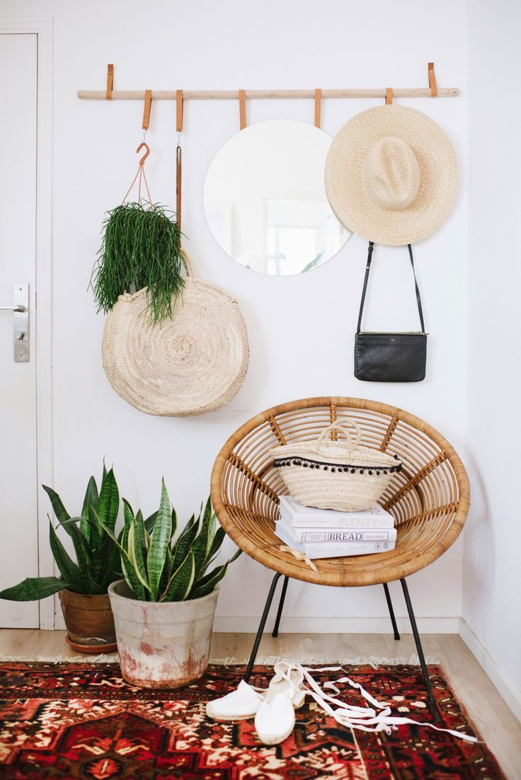 Hanging Entryway Organizer DIY | This minimalist hanger is the only organizational tool you'll need in your hallway. Hang up all the entryway necessities, from hats to coats to even a mirror, for easy access and minimal hallway clutter.