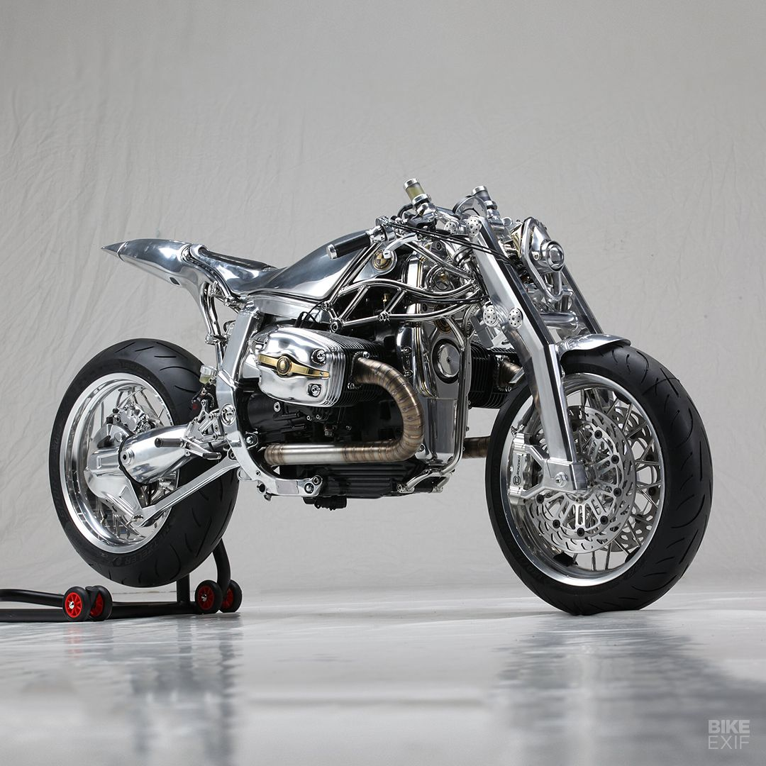 A BMW R1100S like no other—which has just won the top award at the Motor Bike Expo in Verona. Incredible work from Officine Mermaid and Radikal Chopper.