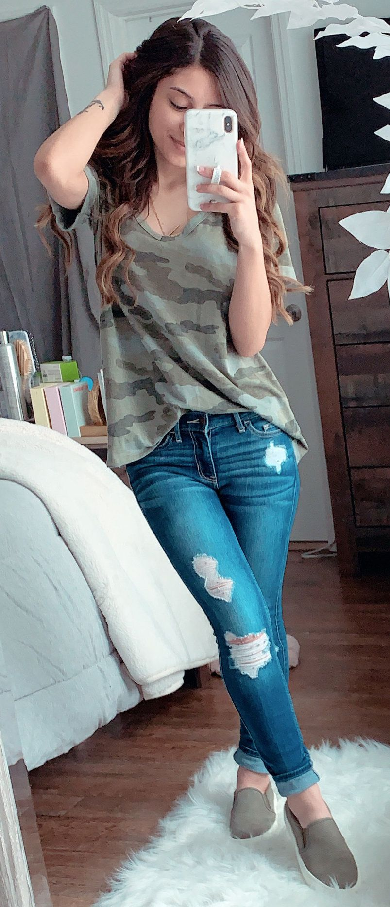 grey camouflage V-neck shirt #spring #outfits