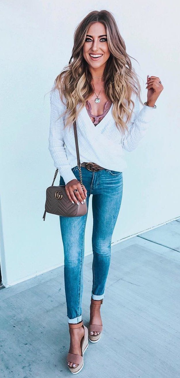 V-neck long-sleeved shirt #spring #outfits