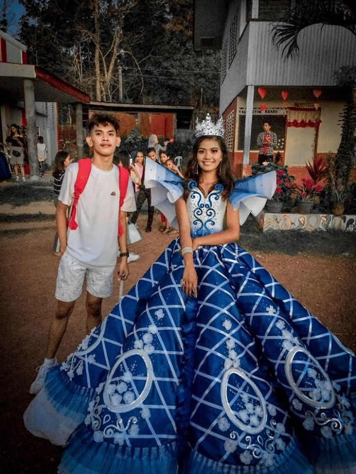 Supportive Brother Creates A Stunning Gown For His Sister's Junior-Senior Prom