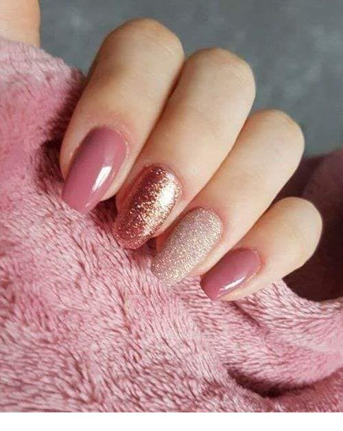 I love this pink nails with glitter