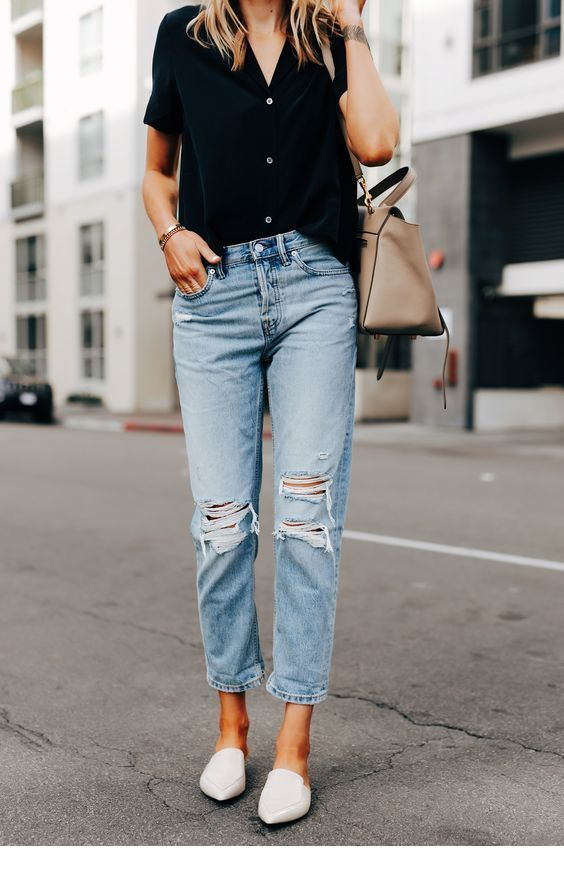 Black top, jeans and flats