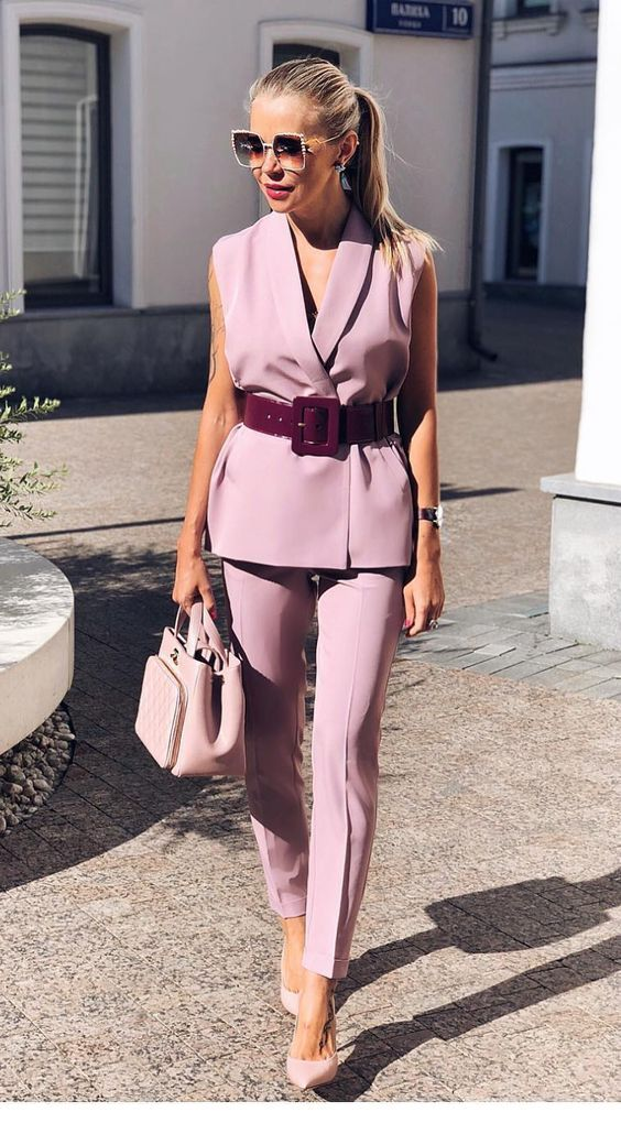 Chic light purple look