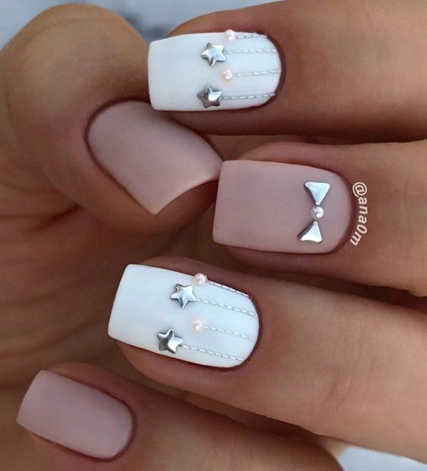 Make the manicure look more joyful with details in brilliant colors of gold and silver. Holiday season simple design It's like I blinked and here I am – in the third month of the year, whose birth we almost celebrated… Continue Reading →