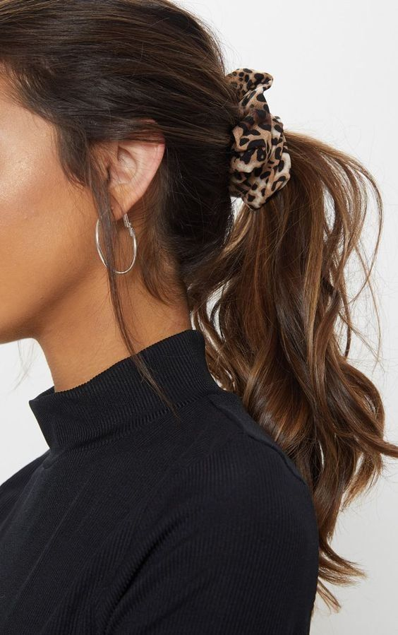Accessoires | Scrunchie | Leopard print | Earrings | Ponytail | Turtle neck | Brown hair | Inspiration | More on Fashionchick