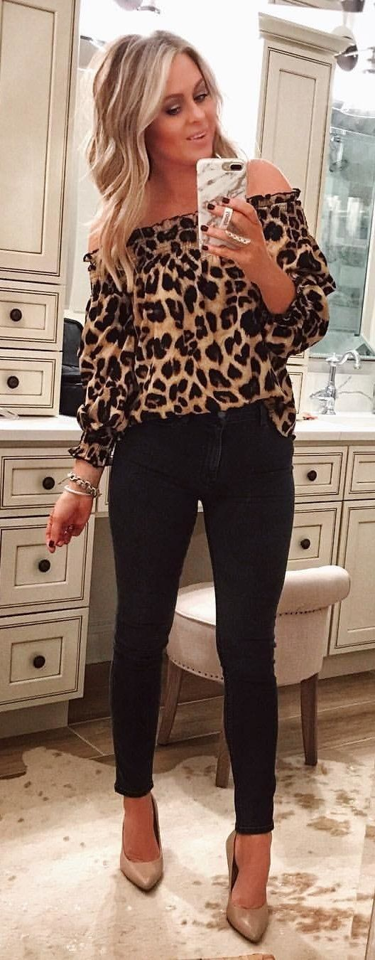leopard-print off-shoulder long-sleeved top and black pants