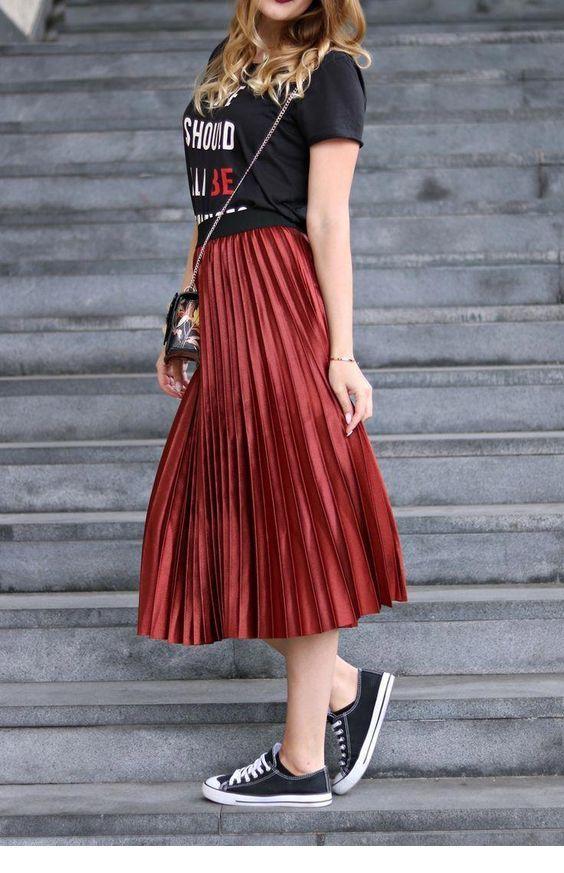 Chic long red skirt