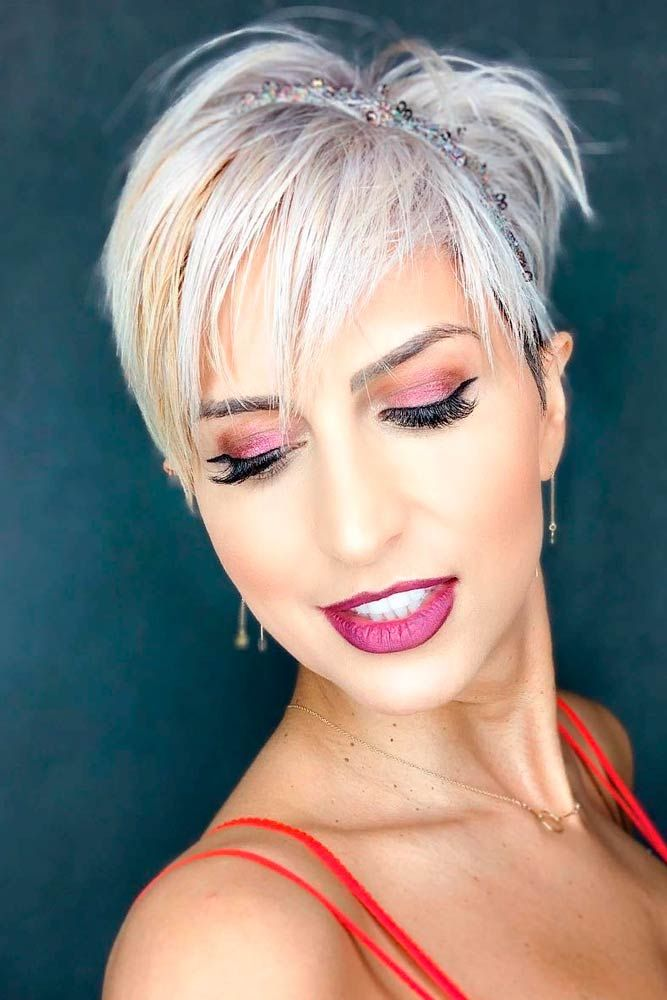 Messy Hairstyles With Head Band #headband #messyhairstyles ★ Sexy short hairstyles are the answer for those who wonder which type of haircut is the best. Forget about waking up earlier only to fix your hair! #glaminati #lifestyle  #shorthairstyles