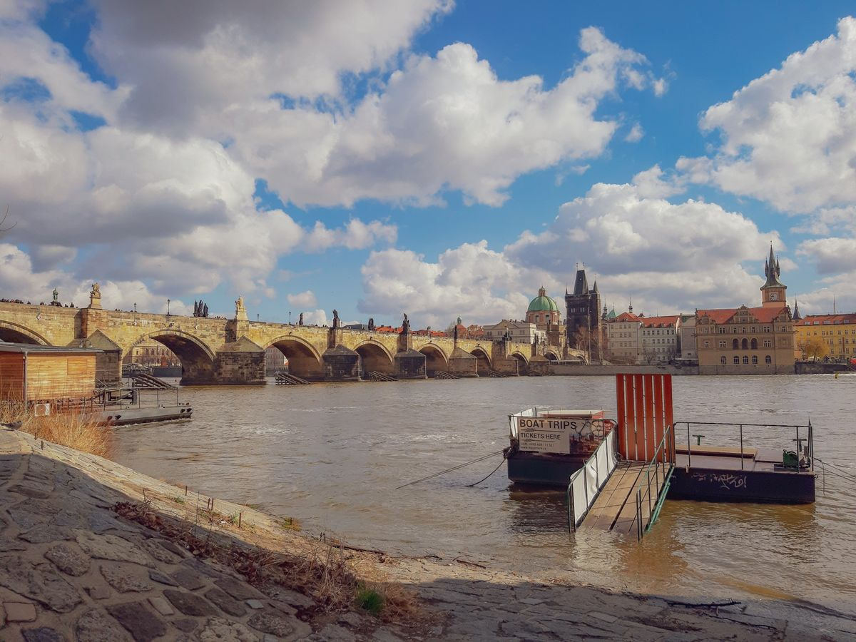 Карлов Мост и река Влтава