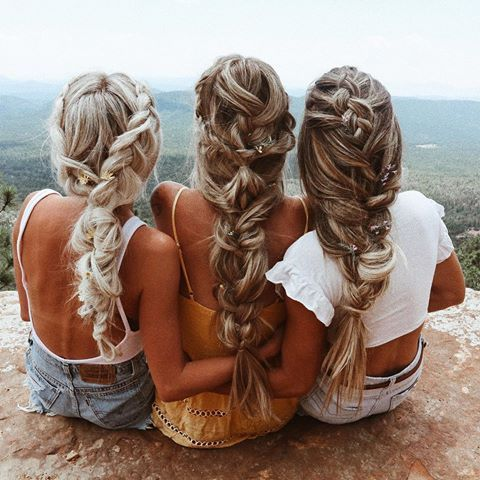 blondtourage w/ @kelsrfloyd & @emilyrosehannon 🌸🌼🌺 hairs: @hairby_chrissy #braids #hairstyles #hotd