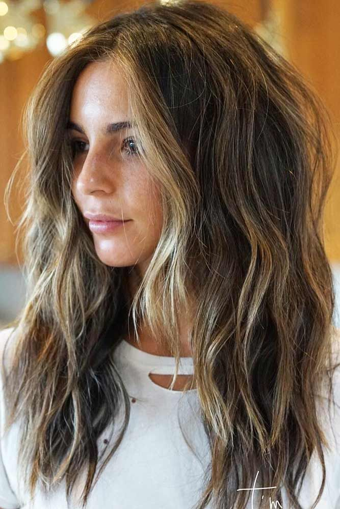 There are a lot of options for layered haircuts ranging from long to mid-length to short haircuts. With a lot of styling options, layered haircuts leave a lot of room to express your individuality. #layeredhair #layershaircut #layeredhairstyles
