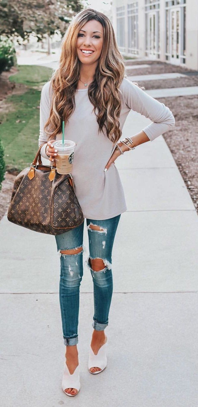 gray crew-neck long-sleeved shirt