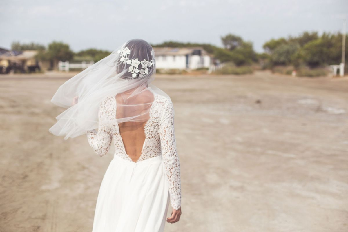 """A classic example of the elbow-length veil, Jeanne Source's floral-embroidered creation looks just gorgeous with this plunging V-back dress.<p><a href=""""http://www.homeinteriordesign.org/2018/02/short-guide-to-interior-decoration.html"""">Short guide to interior decoration</a></p>"""