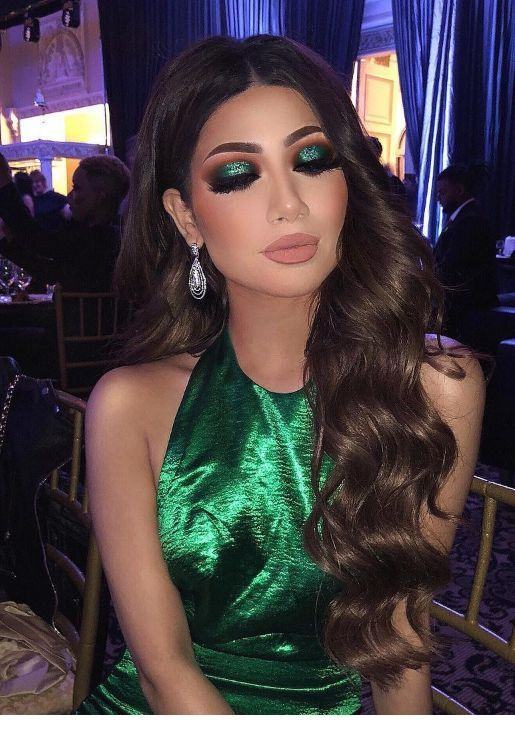 Glam green look for night