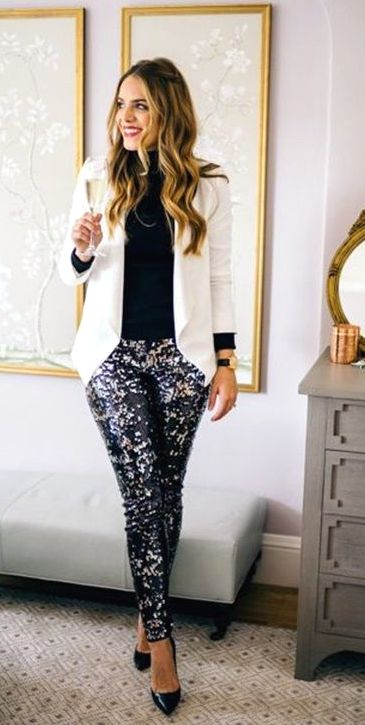 21 Beautiful Casual Holiday Party Outfits For Women #CasualOutfits #PartyOutfits #ReadyToMeal #womencasualoutfits