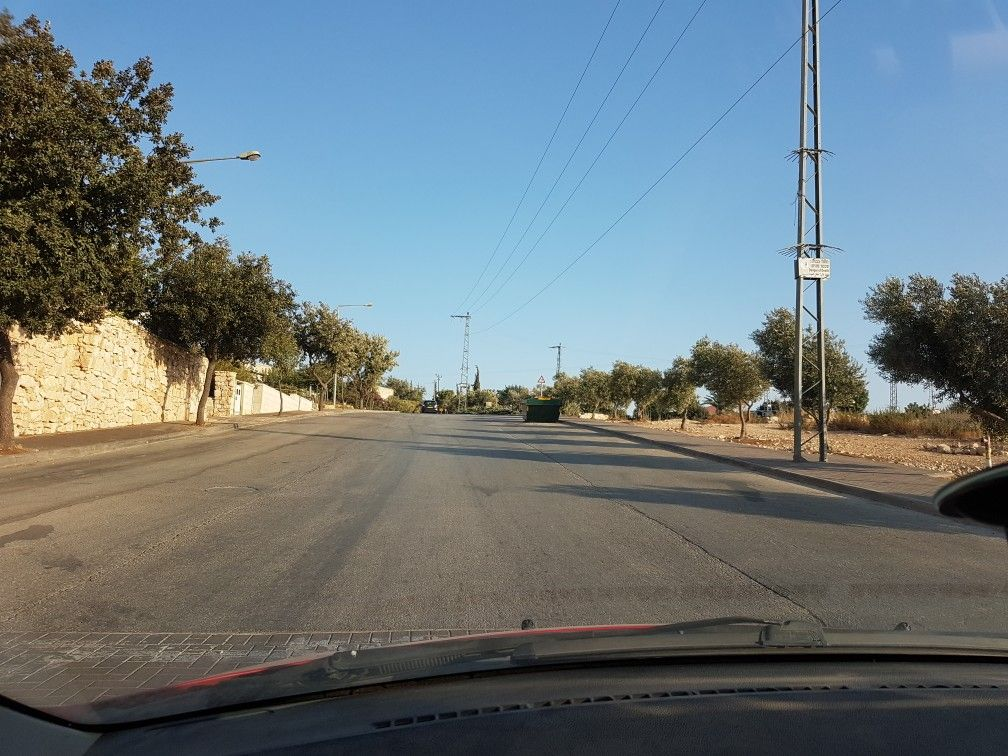 Super broad road in a small 30 km/h neighborhood (causes