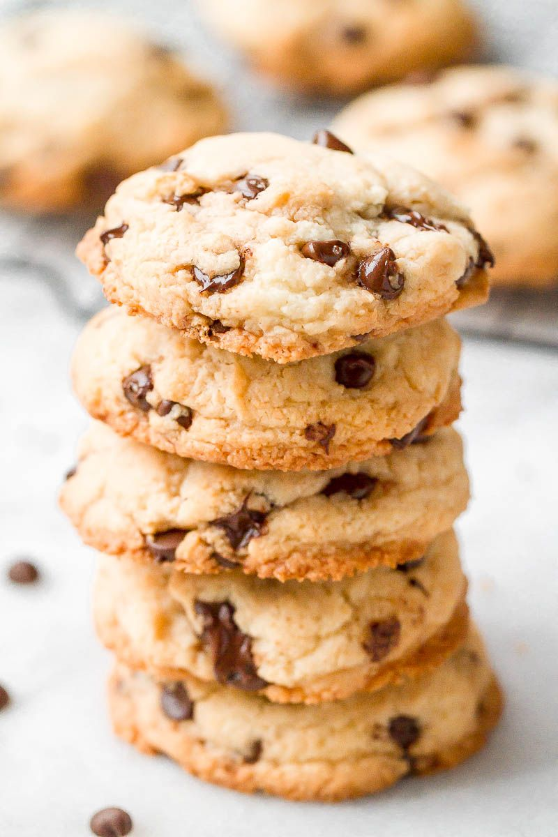 Keto chocolate chip cookies - These low carb cookies are a perfect recipe to make for any occasion, they take only 15 minutes or less, and the dream comes true! - #recipe by #eatwell101