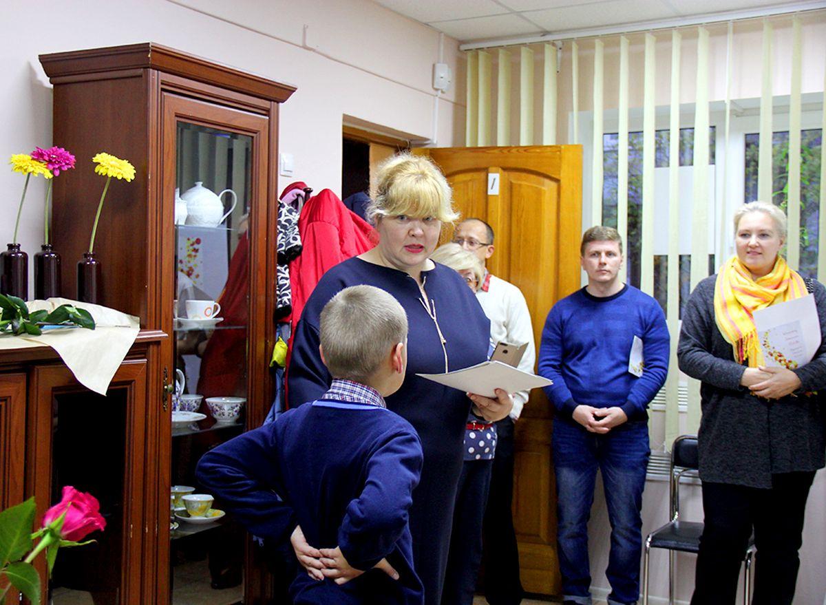 Вручение дипломов участникам конкурса детского рисунка. Фото Жени Шведы